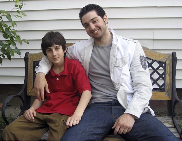 En esta fotografía figuran Dzhokhar (izquierda, condenado a muerte), y Tamerlan Tsarnaev (derecha abatido en 2013), sonrientes nadie imaginaba que años después perpetrarían un atentado mortífero en una actividad deportiva. (Foto Prensa Libre: AP).