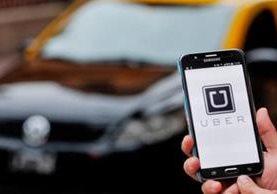 Uber suspendió inesperadamente sus servicios en Abu Dhabi, la capital de los Emiratos Árabes Unidos. (Foto Prensa Libre: www.minutouno.com)