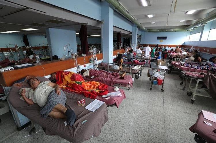 Hospital General San Juan de Dios, en el área de emergencias de adultos, está saturada.  (Foto Prensa Libre: Esbin García)