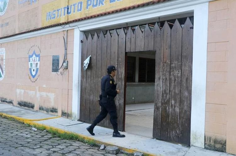 Instituto donde fue el robo de los Q7 mil. (Foto Prensa Libre: Rolando Miranda).