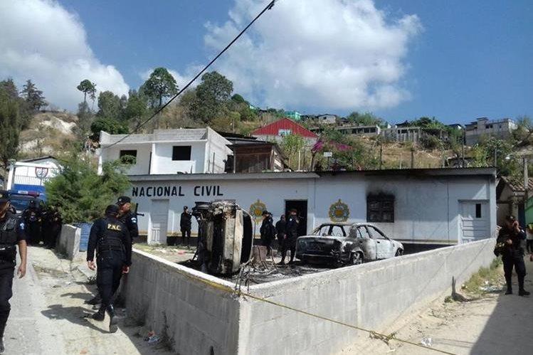 Agentes de la PNC retomaron el control en Aguacatán, Huehuetenango. (Foto Prensa Libre: Mike Castillo)