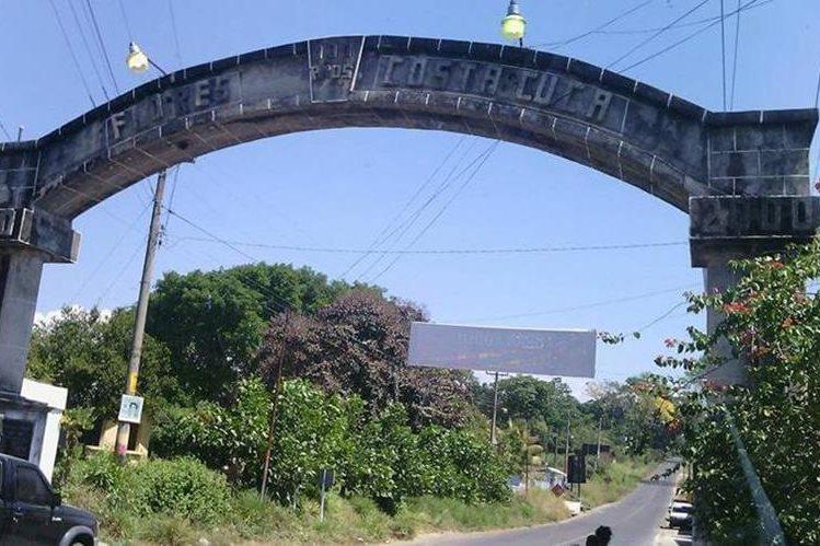 Arco que se encuentra en la entrada del municipio. (Foto Prensa Libre: Alexánder Coyoy)