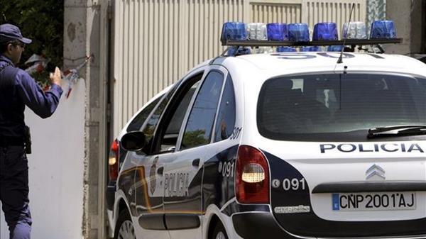 La Policía detuvo al supuesto responsable de la muerte del anciano. (Foto Prensa Libre: teinteresa.es).