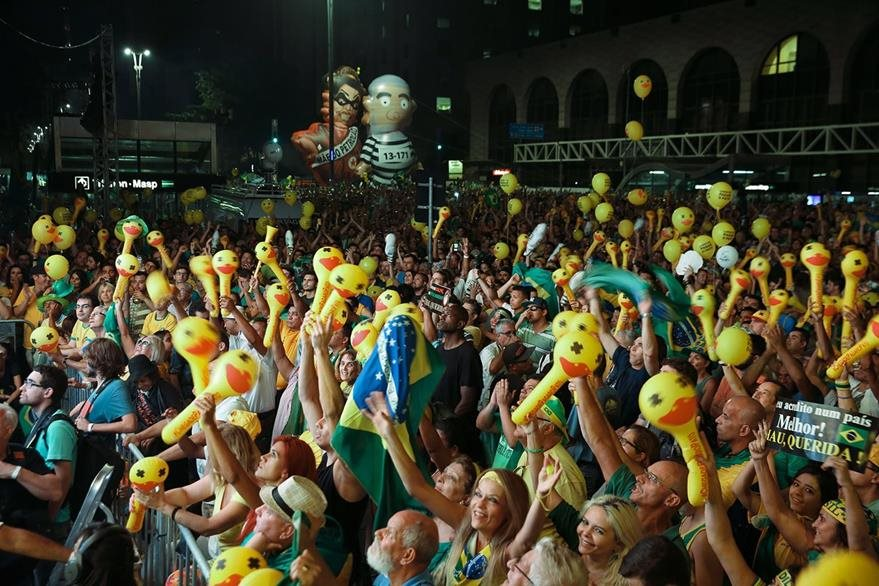 Opositores a Dilma Rousseff celebran. (AP)