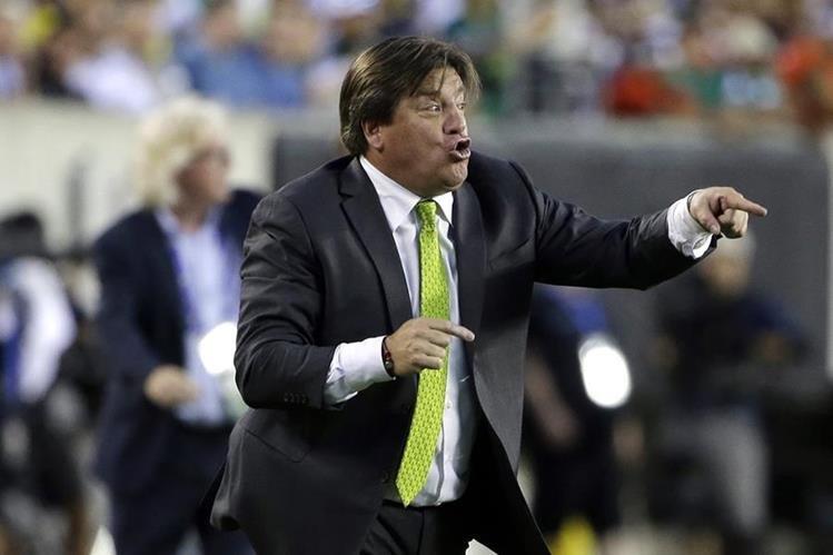 Miguel Herrera es criticado por la prensa mexicana por los resultados con la Selección. (Foto Prensa Libre: AP)