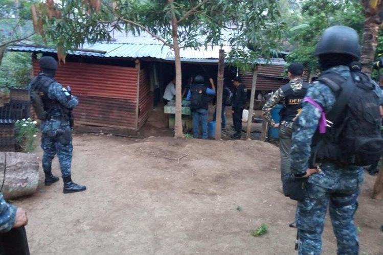 Los allanamientos se llevan a cabo en diferentes municipios de Santa Rosa, Chiquimula y Jalapa. (Foto Prensa Libre: PNC)