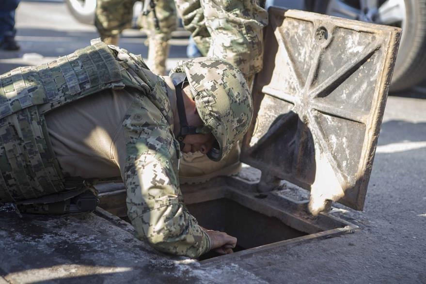 Los drenajes de Los Mochis, Sinaloa, son escenario de búsqueda de más rastros luego de  la captura de Guzmán. (AP)
