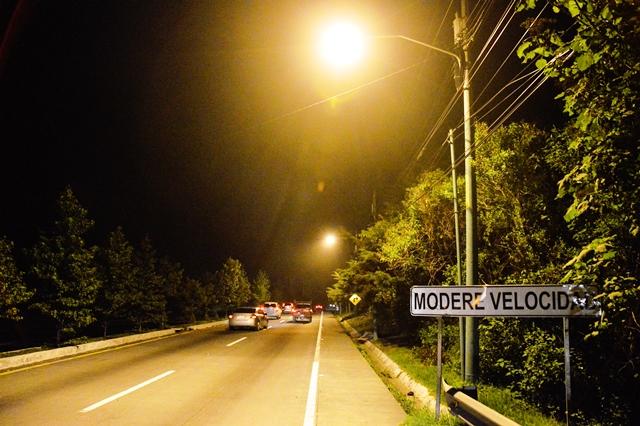 Mejoran iluminación en la ruta Interamericana. (Foto Prensa Libre: Municipalidad de Mixco)