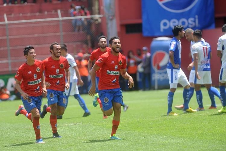 Municipal venció de local a Suchitepéquez, en la fase de clasificación, con gol de Edi Danilo Guerra. (Foto Prensa Libre: Hemeroteca PL)