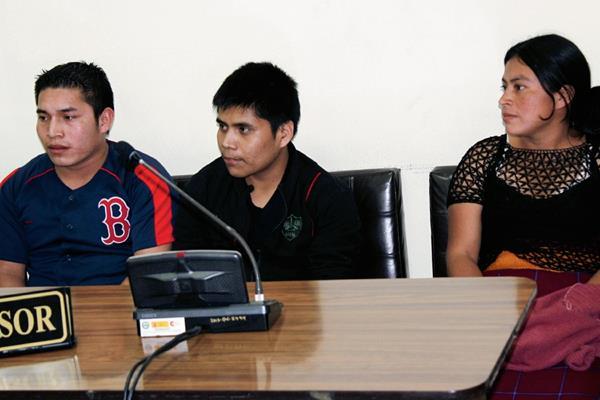 Gaspar Córdova  Ostuma, Juan Pacheco Pérez y Teresa Pérez Cavinal fueron sentenciados a seis años de prisión inconmutables por extorsionar a transportistas. (Foto Prensa Libre: Óscar Figueroa)