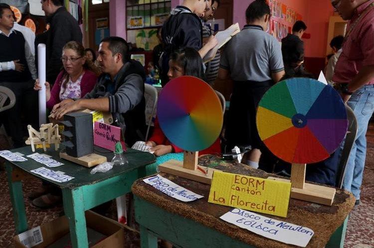 El objetivo de la feria es dar oportunidad a los estudiantes para desarrollen su intelecto. (Foto Prensa Libre: Mike Castillo).