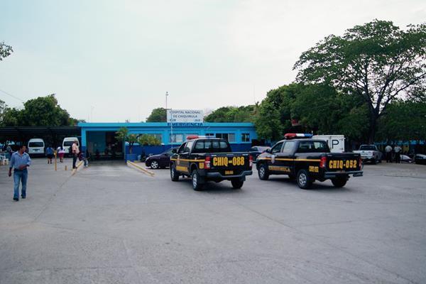 Vecinos de la cabecera de Chiquimula son atendidos en el Hospital Nacional local. (Foto Prensa Libre: Edwin Paxtor)