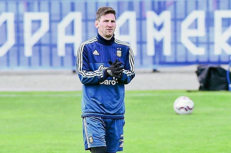 Lionel Messi durante el entrenamiento de este miércoles. (Foto Prensa Libre: AFP)