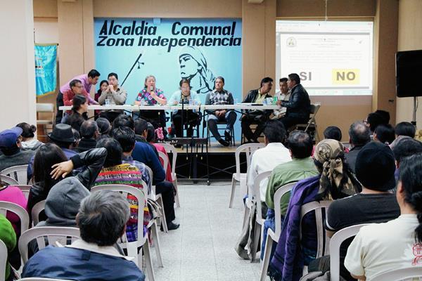 Representantes de  la Coordinadora de Autoridades Indígenas de Totonicapán se pronuncian por el caso SAT. (Foto Prensa Libre: Édgar Domínguez)