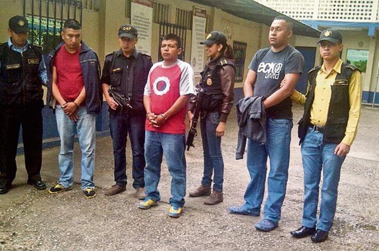 El 19  de junio pasado fueron aprehendidos en Chimaltenango  el agentes  Edwin Walfredo  Hidalgo Melgar, y el expolicía Jaime Leonel Mejía Paz, por secuestro.