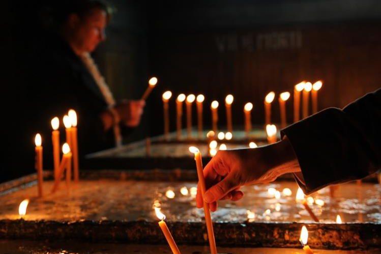 El pueblo católico tiene deposita sus oraciones en los santos. (Foto Prensa Libre: Hemeroteca PL)