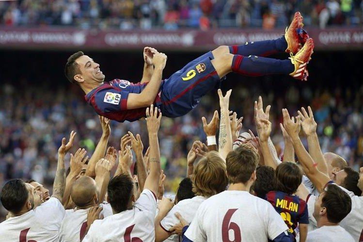 Xavi Hernández ya no estará con el Barcelona para este clásico, ahora lo verá desde Doha. (Foto Prensa Libre: Hemeroteca)