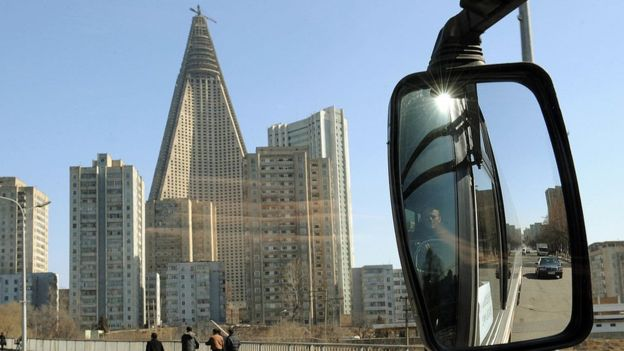 El inacabado hotel se convirtió en un recordatorio de las ambiciones frustradas del régimen totalitario del país asiático. GETTY IMAGES
