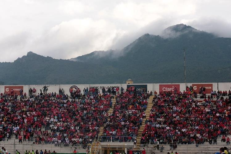 Los seguidores de Xelajú MC, se dieron cita en el Mario Camposeco. (Foto Prensa Libre: Carlos Ventura)