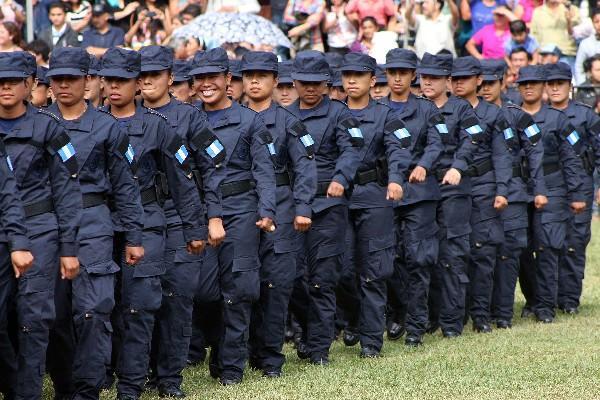 <p>Nuevos agentes de la  Policía Nacional Civil, durante  la graduación de la XXII promoción.</p>