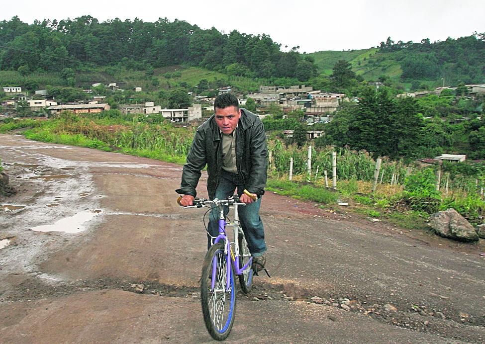 Abel Jocholá se dedicó a la agricultura durante el tiempo que estuvo suspendido. (Foto Prensa Libre: Hemeroteca PL)