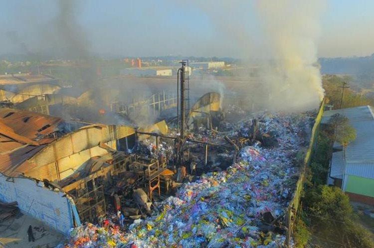Personal de la Coordinadora Nacional para la Reducción de Desastres (Conred), llegó al lugar para hacer un diagnóstico y evitar más daños.