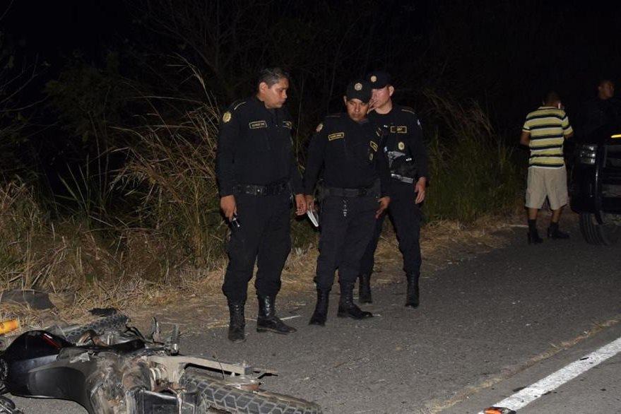 Lugar donde murieron los dos uniformados, en Escuintla. (Foto Prensa Libre: Enrique Paredes).