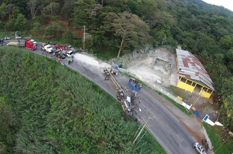 Panorámica del accidente en el km 46, ruta de Palín hacia Escuintla. (Foto Prensa Libre: Enrique Paredes)