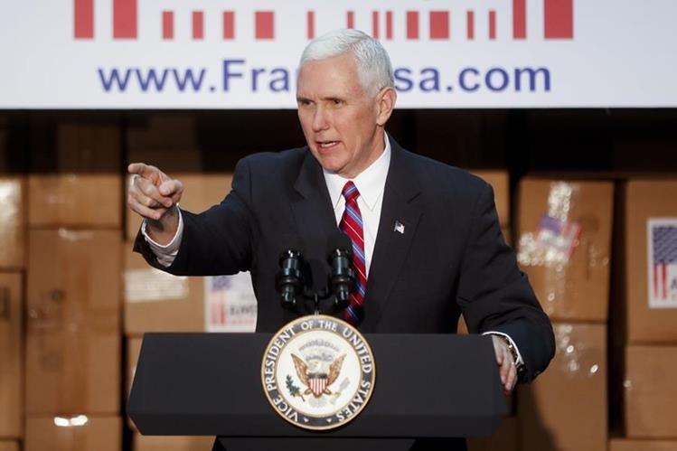 Mike Pence habla en la sede de Frame USA, el en Springdale, Ohio.(AP).