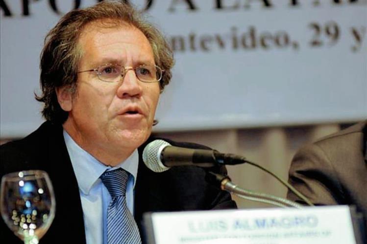 El secretario general de la Organización de Estados Americanos (OEA) , Luis Almagro, al presentar el informe. (Foto Prensa Libre:AP)