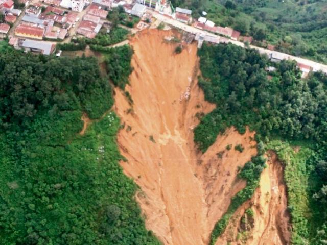 Decenas de vecinos de Tectitán, Huehuetenango, viven en zonas de alto riesgo. (Foto Prensa Libre: Mike Castillo)
