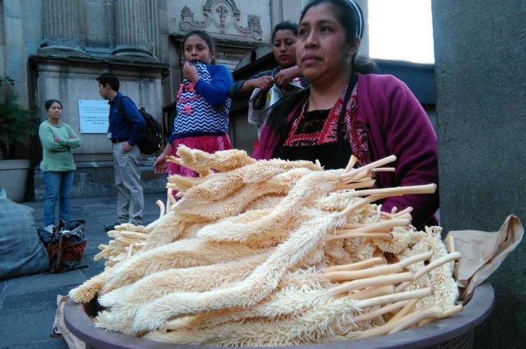 El fuerte olor del corozo ya se siente en las calles, este es otro símbolo de la Cuaresma.