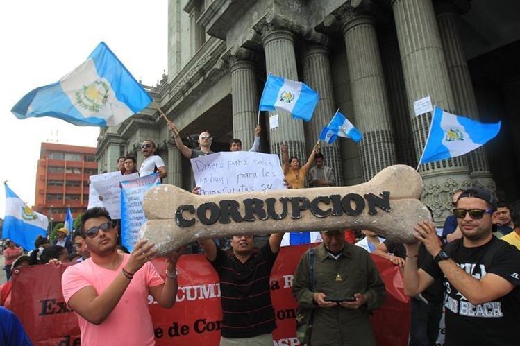 Protesta en la Plaza de la Constitución contra la corrupción durante 2015. (Foto Prensa Libre: Hemeroteca PL)