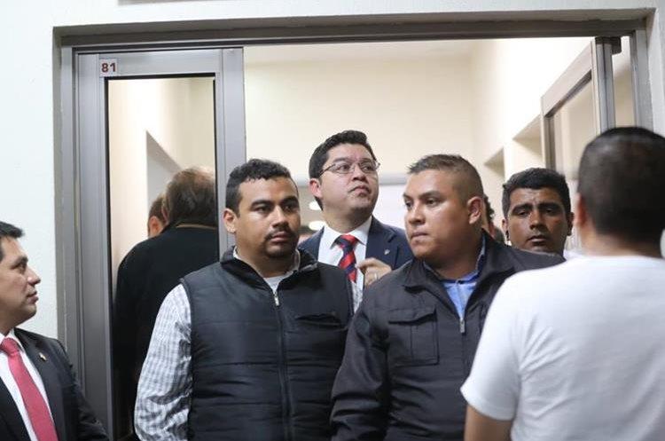 El vocero de la municipalidad capitalina, Carlos Sandoval, en el Sanatorio El Pilar. (Foto Prensa Libre: Érick Ávila).