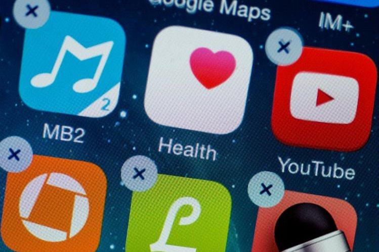 Borrar las aplicaciones y juegos que no se usan casi nunca no solamente libera espacio, sino que consigue que el teléfono vaya más rápido. (Foto Prensa Libre: DPA)