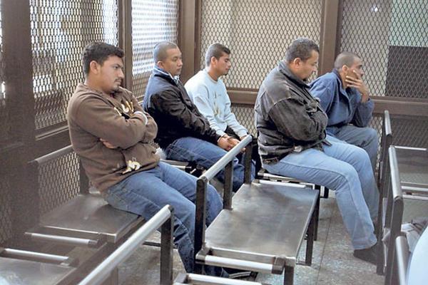 Los procesados en una de las audiencias antes de ser enviados a juicio. (Foto Prensa Libre: Hemeroteca)