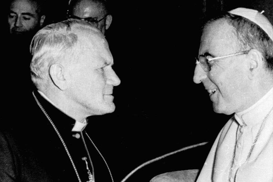 El Papa Juan Pablo I es saludado por su futuro sucesor, el cardenal polaco Karol Wojtyla el 3 de septiembre de 1978. (Foto: AP)