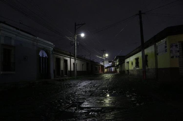 Según la EEMQ la petición es para prevenir que se sobrecargue los transformadores de potencia. (Foto Prensa Libre: María José Longo)