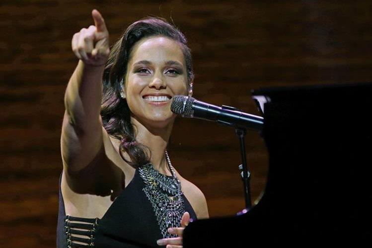 La cantante estadounidense Alicia Keys actuará durante la ceremonia previa a la final de la Liga de Campeones de fútbol el 28 de mayo en el estadio San Siro de Milán. (Foto Prensa Libre: Hemeroteca PL)