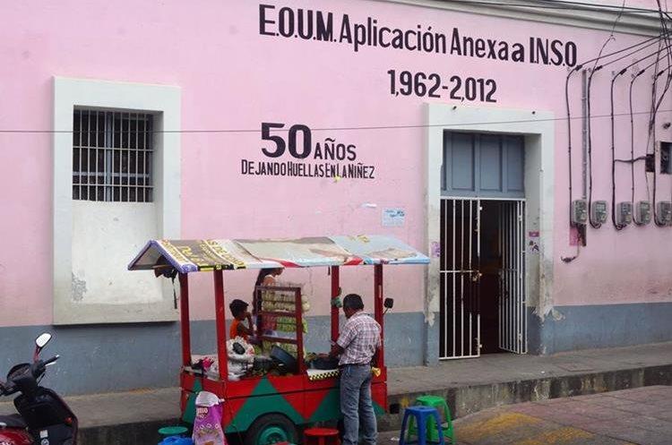 Su principal punto de venta es el exterior del Inso. (Foto Prensa Libre: Mario Morales)