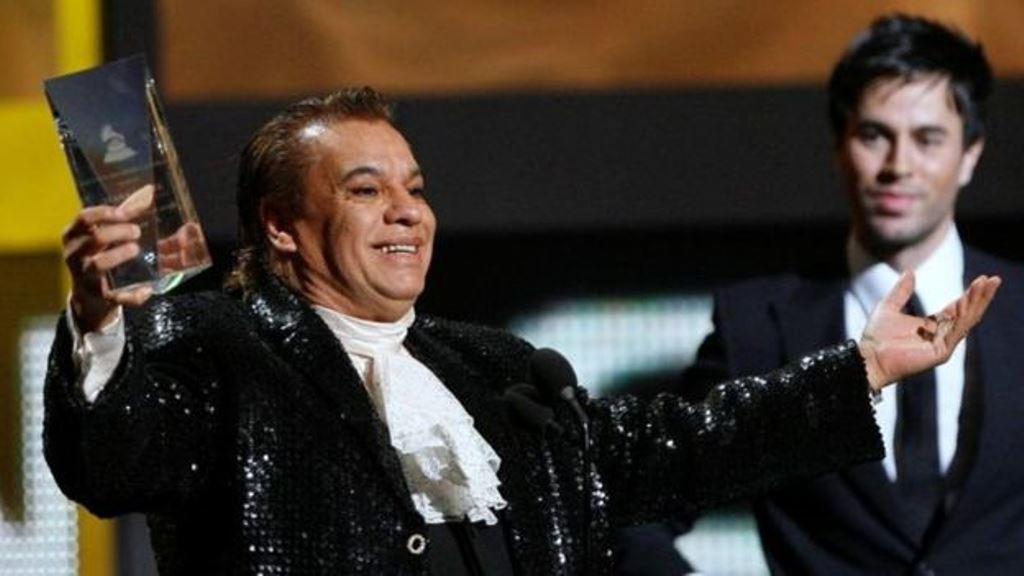 Juan Gabriel recibió gran cantidad de premios durante su carrera como artista. (REUTERS)