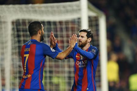 Arda Turan marcó tres goles en el triunfo del Barsa contra el Borussia Monchengladabach. Messi contribuyó con una diana. (Foto Prensa Libre: AFP).