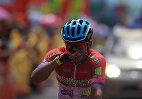 Ajpacajá ingresa a la meta muy emocionado. (Foto Prensa Libre: Carlos Vicente)
