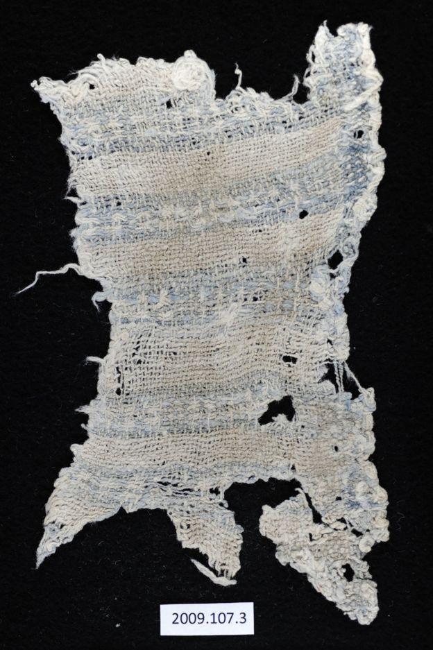 Tom Dillehay, director de la investigación, destaca el buen estado de conservación de las telas. LAUREN A. BADAMS