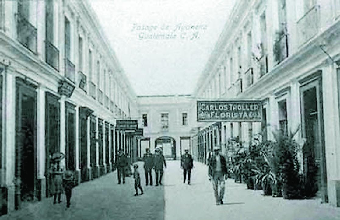 En el Pasaje Aycinena se proyectó la primera película en el país y se instaló el primer cine. (Foto: Hemeroteca PL)