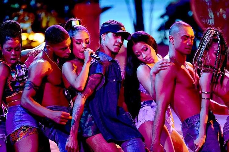 El show de Ariana Grande y Nicki Minaj fueron uno de los más aplaudidos durante la velada de los Premios AMA. (Foto Prensa Libre: APF).