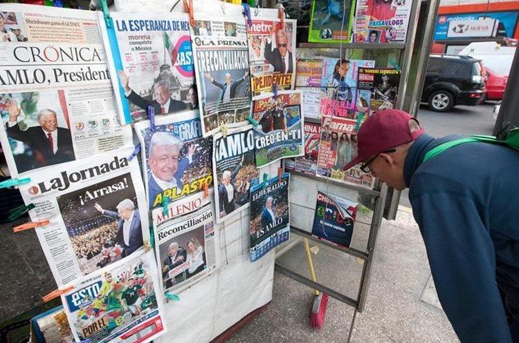 Los periódicos destacan en sus portadas los resultados de las elecciones presidenciales en México. (AFP).