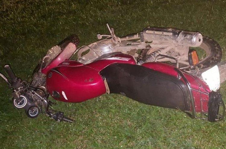 Motocicleta incautada en el operativo en Izabal. (Foto Prensa Libre: PNC)