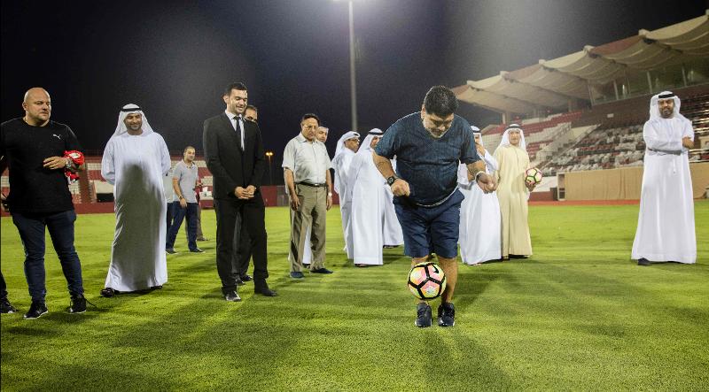 Maradona es recibido como estrella en el club Al Fujairah