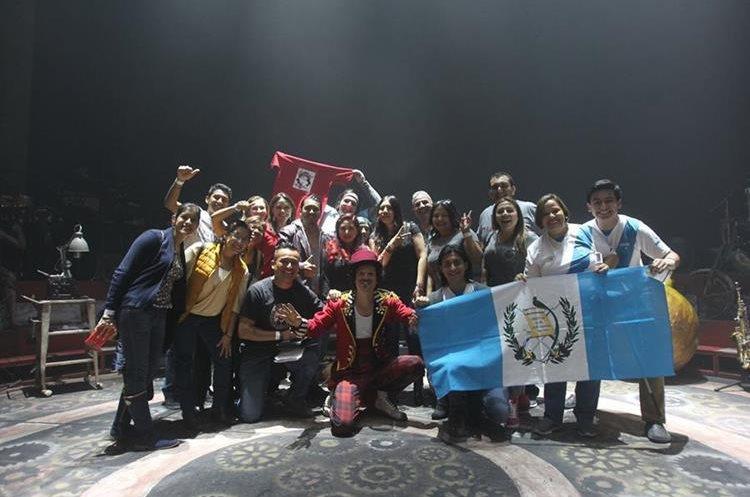 Guatemaltecos e integrantes del club Mundo Arjona conocen el backstage de la gira Circo Soledad (Foto Prensa Libre: Keneth Cruz)